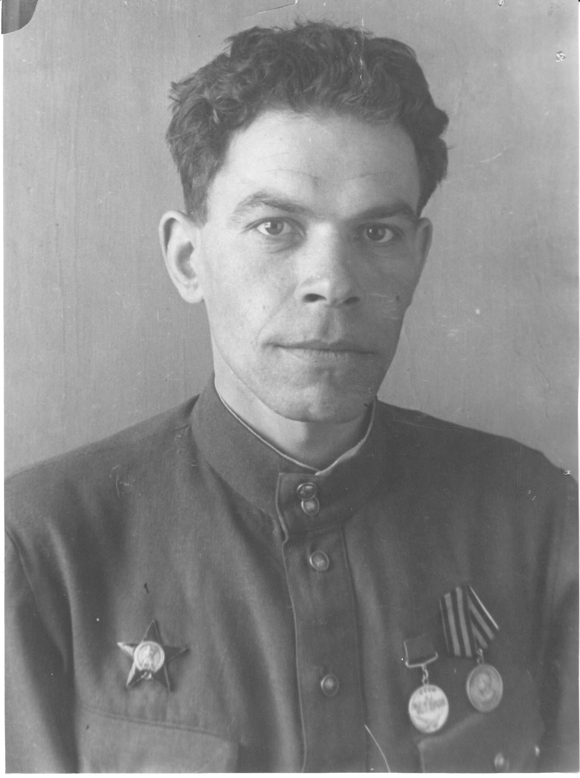 1-o-f-688ilin-mg-rabkor-gazety-udarnik-komsomolska-foto-1957g.-22-5-16-7sm-kopiya