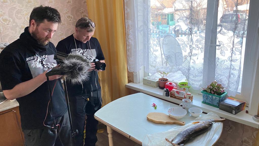 foto-2.-v-sele-gvasyugi-v-techenie-mnogih-desyatiletij-zhenshhiny-lovyat-rybu.-lelya-yakovlevna-iz-lenka-sdelala-udegejskuyu-talu.-min