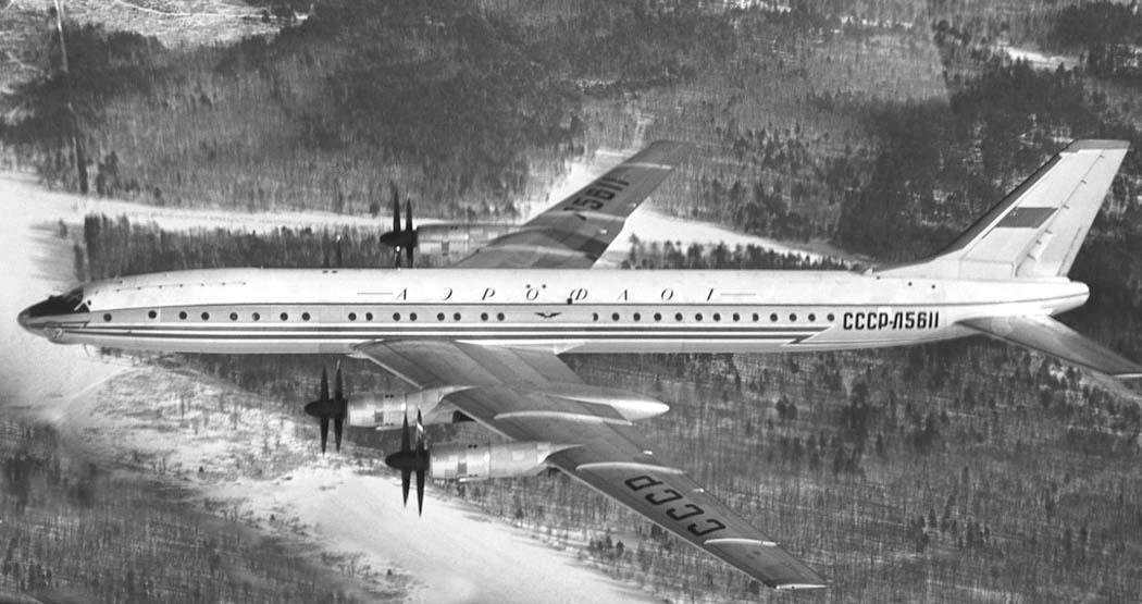 tu-114-v-polete-min