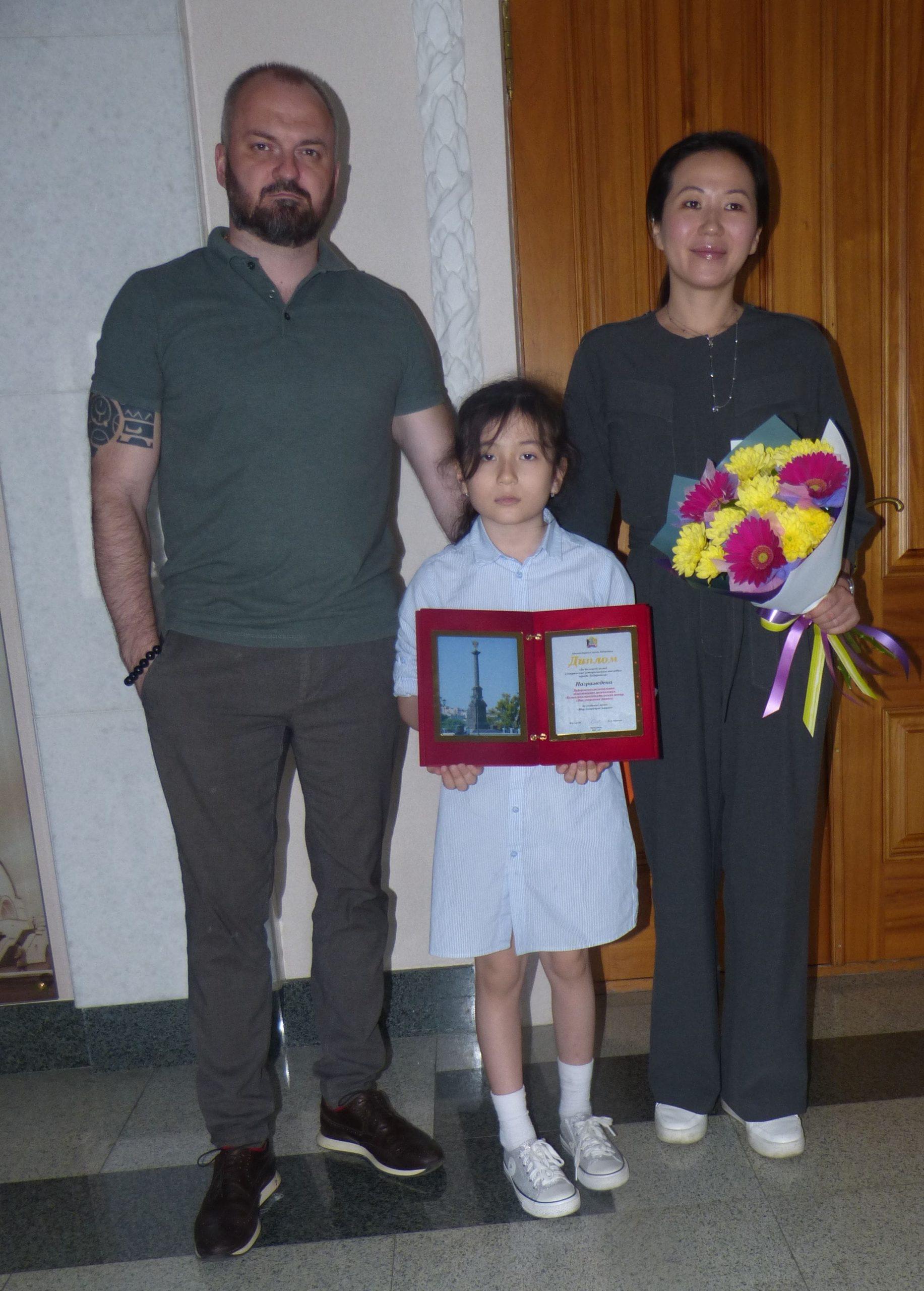 1-semya-veretennikovyh-mir-govoryashhih-mashin-s-zaduzhennj-nagradoj-min